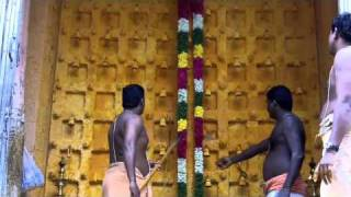 Travel India: Darshan at Karuppasamy
