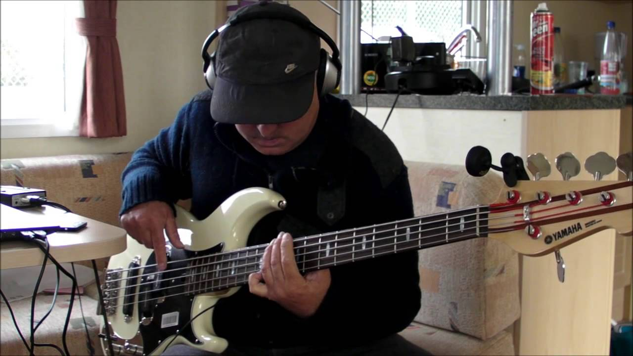 Sir duke no bass backing played on yamaha bb2025x youtube for Yamaha hs5 no bass