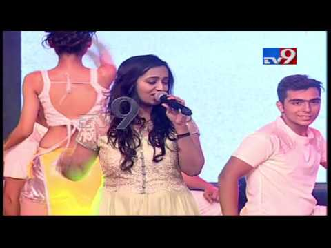 Emo Song by singers @ Katamarayudu Pre Release Function - TV9