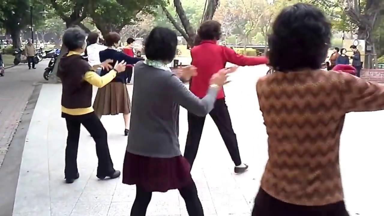 拜新年﹝背面示範版﹞ ~~~ 彰化縣 興賢書院 晨光土風舞會 103.2.6 - YouTube