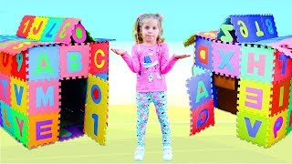 Nadia found a magical cube and turned it into a ABC playhouse | Estudiar alfabeto