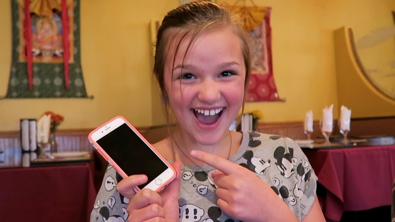 12 YEAR OLD GETS AN IPHONE FOR HER BIRTHDAY?!?! 🎂