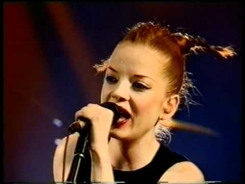 "Garbage - ""Special"" & ""The Trick Is to Keep Breathing"" -  Nulle Part Ailleurs France, 28.1.1999"