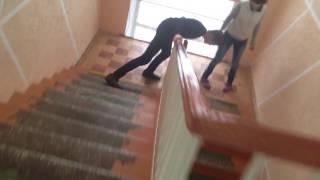 ВидеоУрок как правильно спускаться по лестнице:3