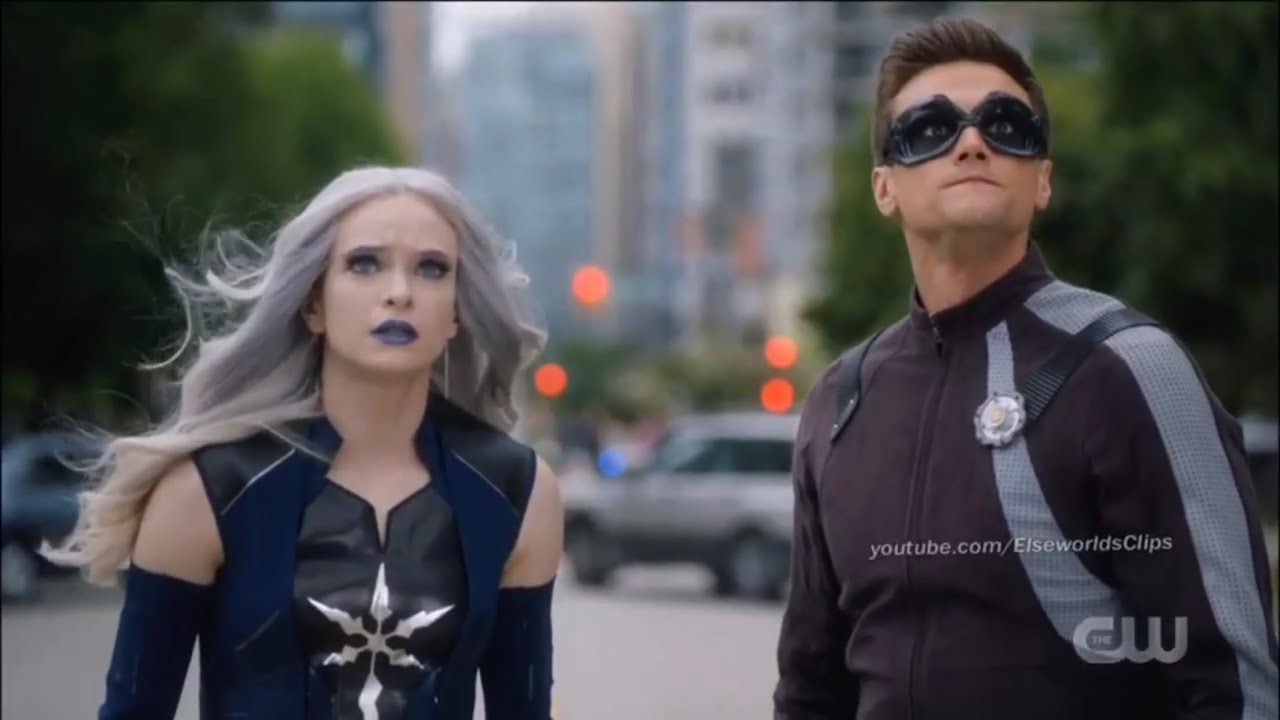 The Flash 6x01 Killer Frost And Elongated Man Save Civilians Youtube