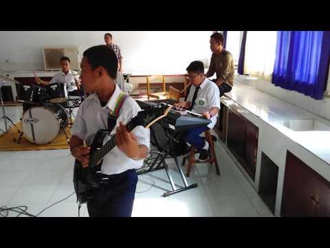 Latihan Band MTs Model Lmbto. Ungu-Dengan Nafasmu