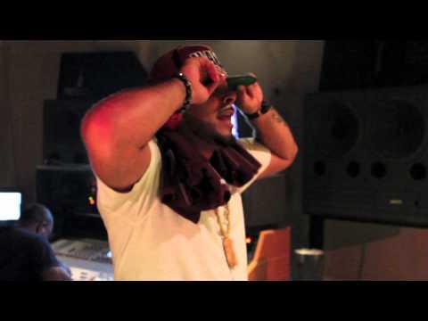 Jaisun ft Gillie da Kid - Hit the Floor