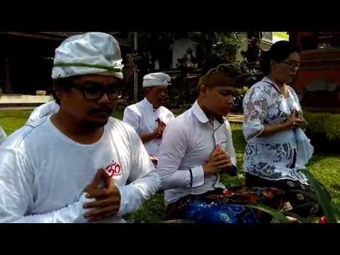 Puja Tri Sandya -  Gayatri Mantra of Balinese Hindu