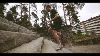Visit Jyväskylä haastaa matkailijat ja seudun omat asukkaat liikkumaan Jyväskylän tunnetuissa ja arvostetuissa liikunta- ja virkistyskohteissa. Tyyli on vapaa ja hengästyminen sallittua :) Suorita haaste omalla tyylilläsi ja valitsemallasi porukalla, ota suorituksesta kuva tai videopätkä, lataa se Instagramiin hashtagilla #jklmoving ja osallistut kilpailuun. Instagram-tilin asetuksien tulee olla julkinen, jotta kuva näkyy kaikille käyttäjille.   Haasteet esitellään kesällä 2016 Jyväskylän jalkapalloseura JJK:n pelaajien toimesta. Haaste on heitetty! #jklmoving http://visitjyvaskyla.fi/liikkeessa  JJK:n Topi Järvinen esittelee kesän ensimmäisen liikuntahaasteen.