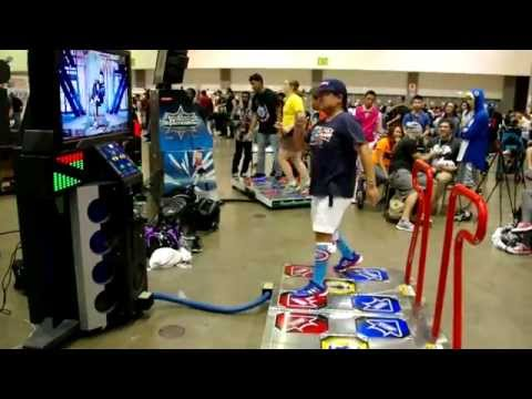 "Pump It Up Prime 2015 -Crazy Dance to Big Bang ""Fantastic Baby""  Anime Expo 2015"