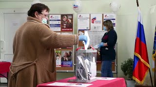 На Дальнем Востоке, в Сибири и Урале подводят итоги, у остальных еще есть возможность проголосовать.