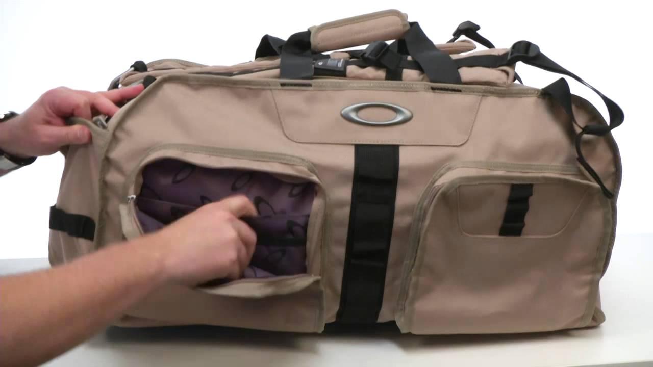 oakley si duffle bag