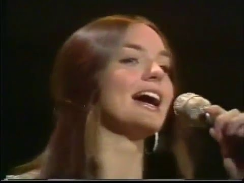 """Crystal Gayle """"Let Me Be There"""" Live on """"Pop Goes the Country"""" 1975"""