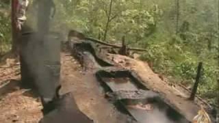 استخراج النفط بطرق قديمة في جاوة الشرقية