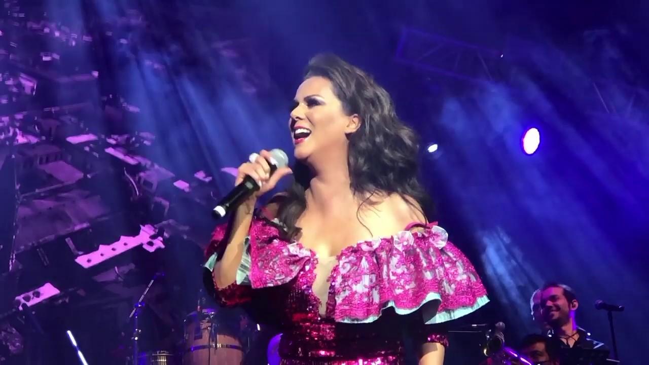 Edith Marquez en concierto Guadalajara Laberinto de los Famosos - YouTube