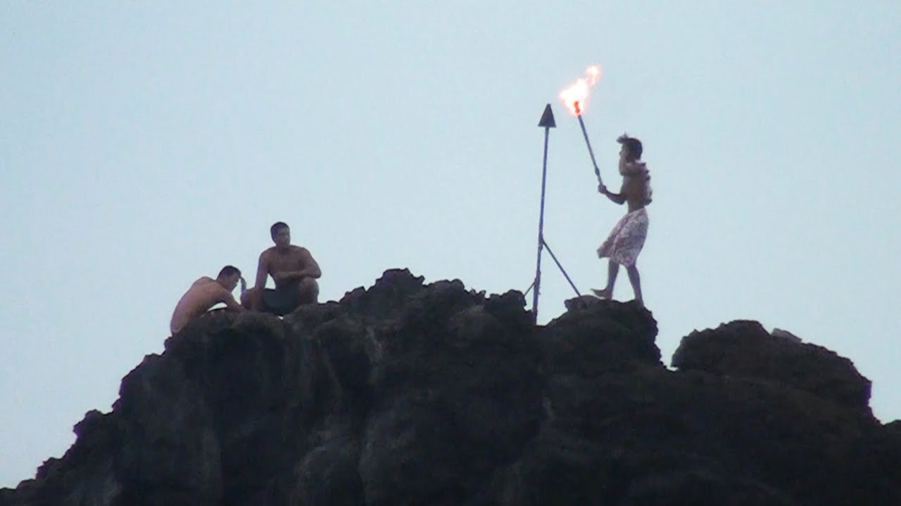 Black Rock Torch Lighting Cliff Diving Ceremony Maui Youtube