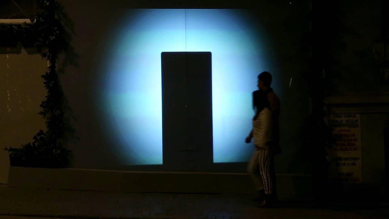 Unsichtbarer Cola-Automat nur für Pärchen