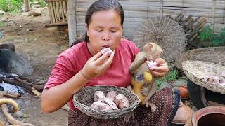 survival in the rainforest-women changed monkey to mans and cook goose with taro-Eating delicious HD