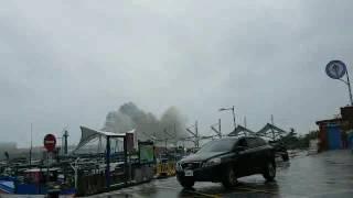 スーパー台風14号はこんなにも凄かった!怒涛の波が港に押し寄せる驚愕の風景