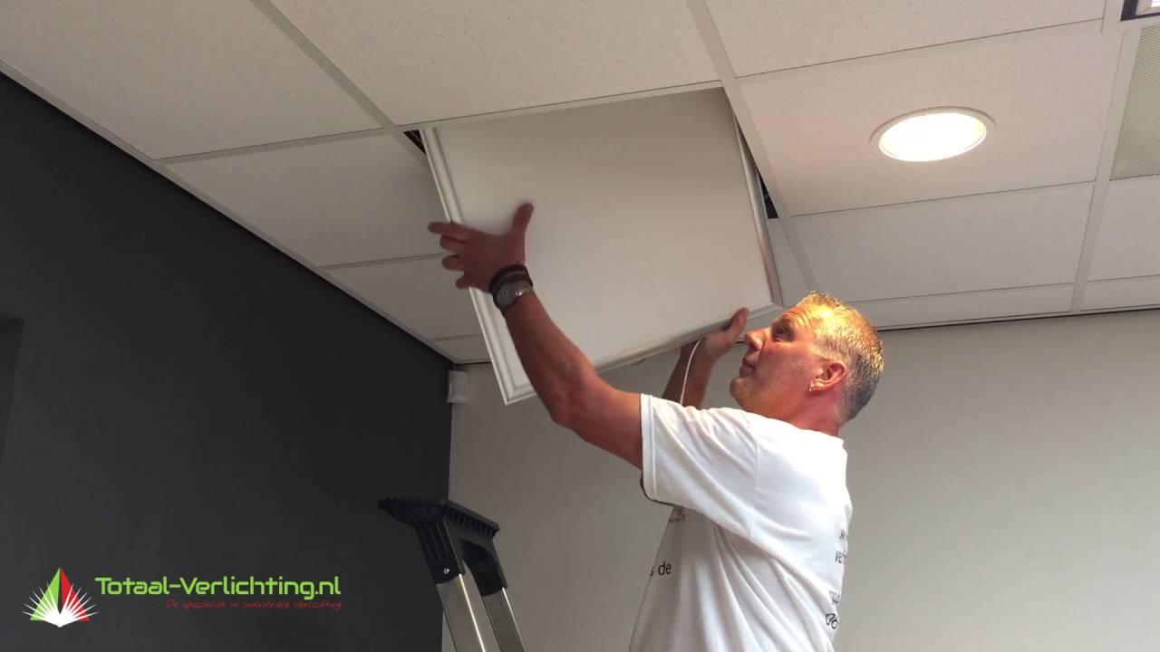 Binnen minuten tl lamp vervangen voor energiezuinig led paneel