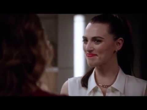Lena x Kara - A Kiss?