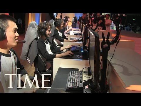 Robert Morris University Illinois: College That Gives Scholarships To Video Gamers   Money   TIME