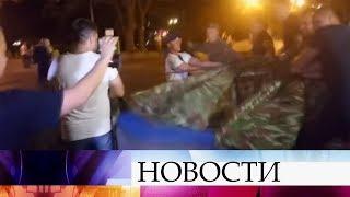 НаУкраине после пожара вдетском лагере около здания одесской мэрии вспыхнули беспорядки