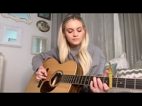 Смотреть клип Kelsea Ballerini - Love Me Like A Girl