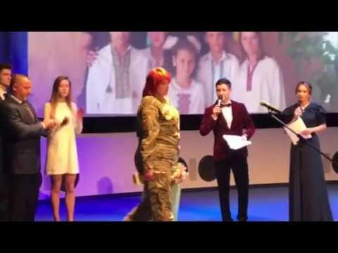 Поліція Луганщини: Боєць батальйону «Луганськ 1» Вікторія Мірошніченко отримала нагороду «Мама військовослужбовець»