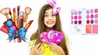 تتعلم Nastya كيفية استخدام مستحضرات التجميل للأطفال