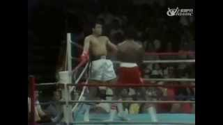 Amazing Muhammad Ali Dodging 21 Punches In 10 Seconds