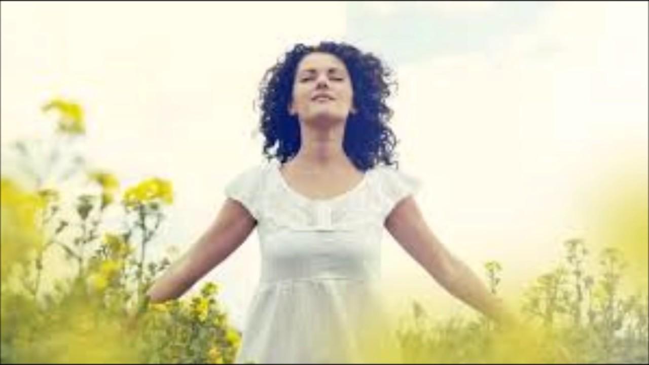 Vestido de blanco cancion cristiana