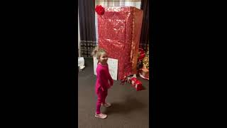 Military Dad Comes Home To Surprise Daughter Before Christmas - 1092108