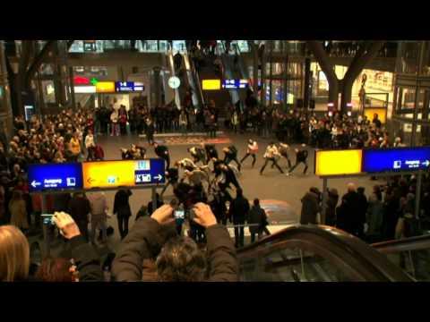 Flashmob Central Station Berlin  |  Staatsballett Berlin  | Giorgio Madia