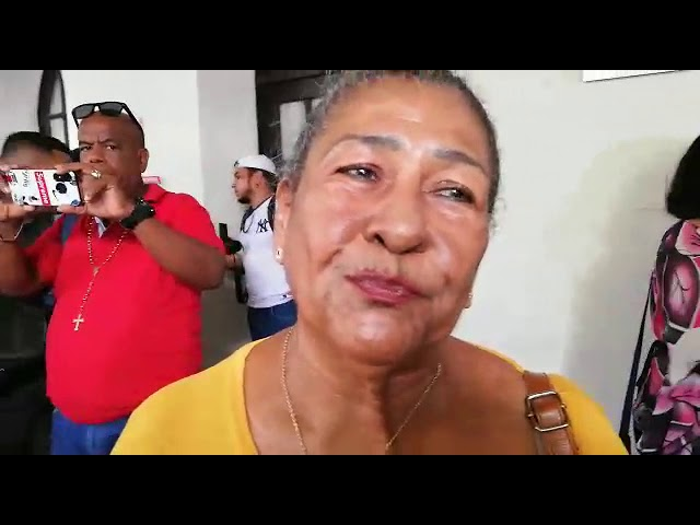 Mujeres hacen plantón en la Asamblea del Magdalena en defensa de Julio Alzamora