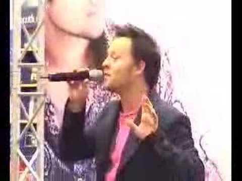 Darren Hayes sings