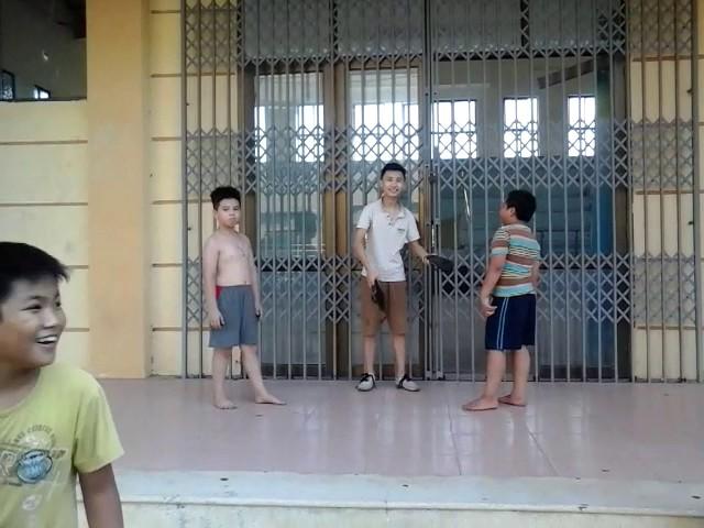 Trẻ trâu đánh nhau võ thuật
