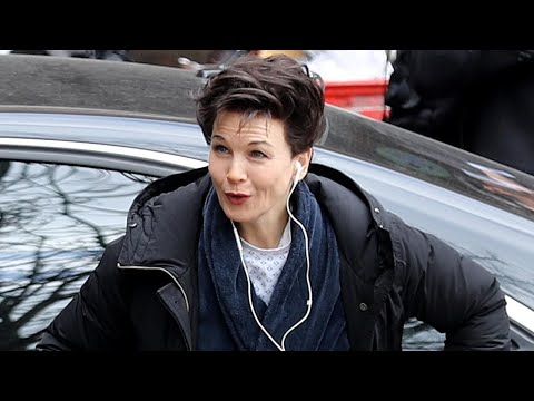 Renée Zellweger Is Unrecognizable as She Totally Transforms Into Judy Garland for New Biopic Mp3