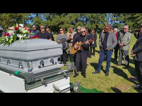 Johnny Rivers sings at Mickey Jones' Memorial Mp3