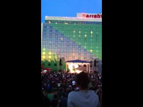 Ben Folds performs Ke$ha's 'Sleazy'