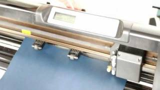 cutting expensive vinyl by cutter plotter auxiliary platform.wmv