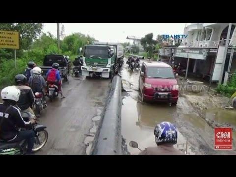 Warga Geser Pipa Milik PT PGN di Jalur Surabaya-Gresik