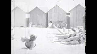 Ouistreham Riva-Bella, station balnéaire – Le temps des bains de mer - Images d'archives vidéos