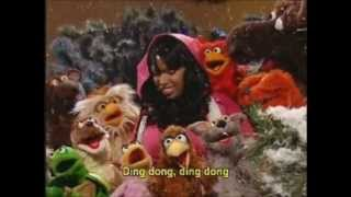 Repeat youtube video Jennifer Hudson on Elmo's Christmas Countdown