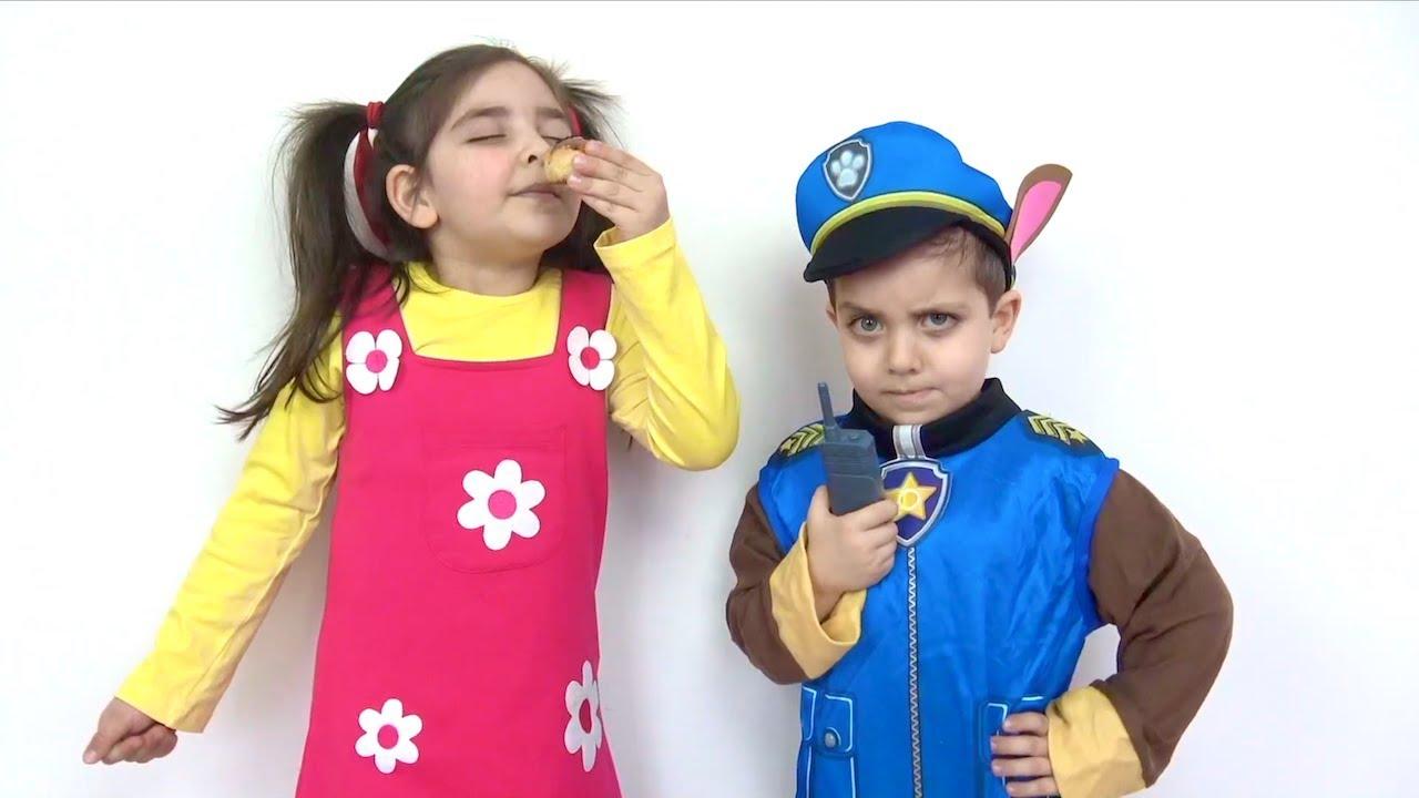 Niloya kostümü giyen Azra Paw Patrol kostümü giyen Selim pretend play Hide and Seek video for kids