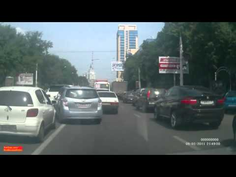 Russian Mafia Bullie on Porsche Cayenne Getting Revenge from Citizen