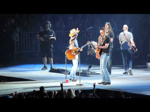 Kenny Chesney & Eric ChurchWhen I See This BarFord FieldDetroit, MIThe Big Revival Tour82215