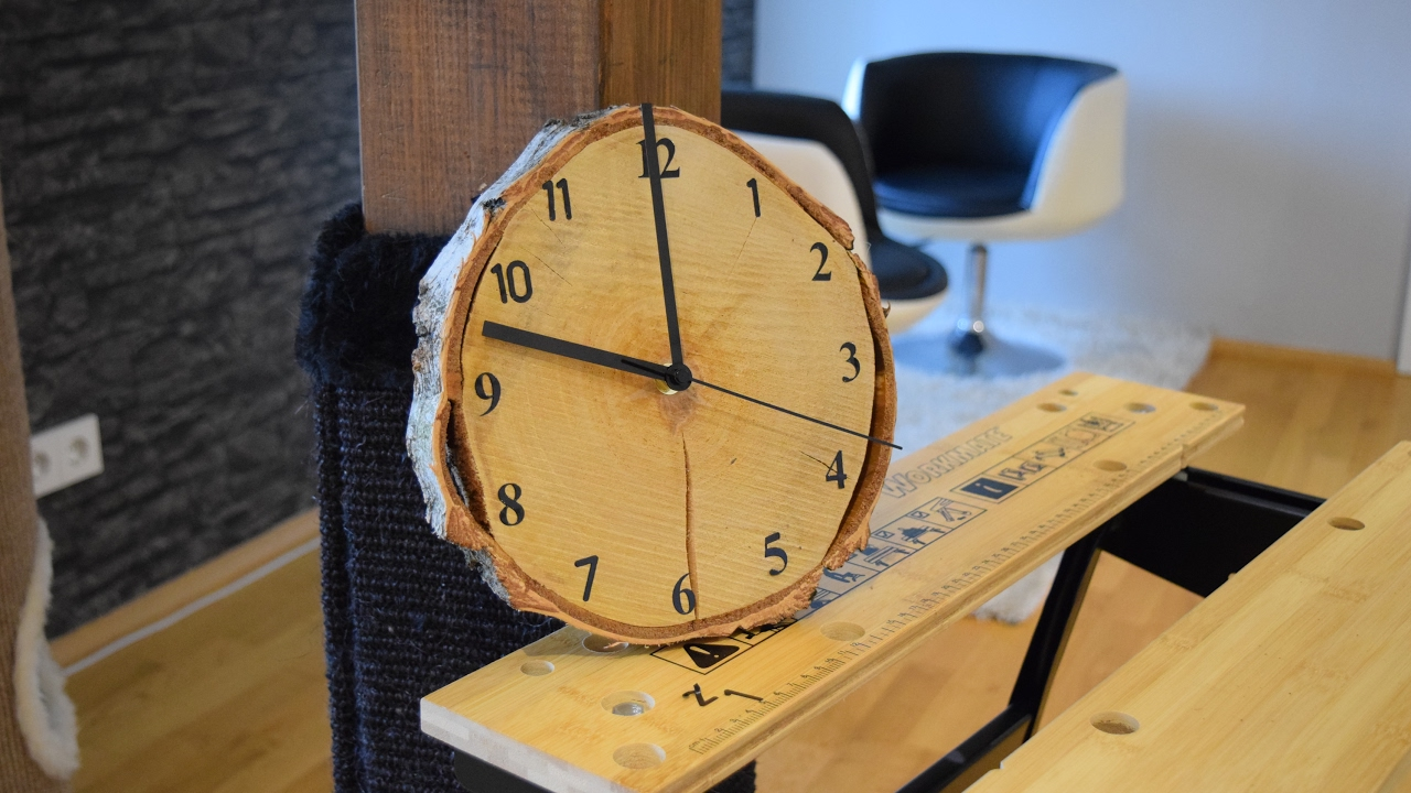 diy wood clock uhr selber bauen eine wanduhr aus holz selber machen how to upcycling. Black Bedroom Furniture Sets. Home Design Ideas