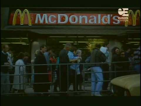 Queue to first McDonalds in Moscow in 1990