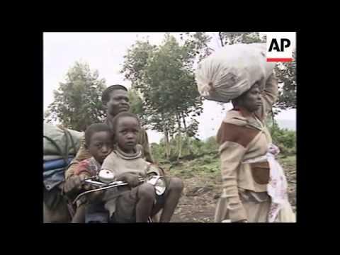 ZAIRE: GOMA: REFUGEES FLEE BESIEGED MUGUNGA CAMP